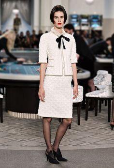 Le ultime sfilate e le collezioni Prêt-à-Porter & Accessori e Haute Couture sul sito ufficiale CHANEL
