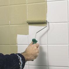 Det går helt fint an å male fliser i våtrom, også inne i dusj-sonen. Det er grunnarbeidet som avgjør hvor godt malingen sitter.