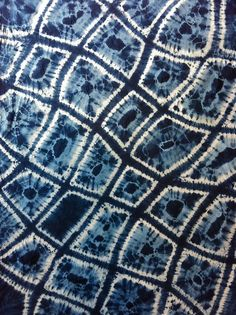 Unbelievable Indigo dyed makiage shibori by Glennis Dolce. This is one of my all time favorite pieces, saved for pic. Shibori Fabric, Shibori Tie Dye, Dyeing Fabric, Bleu Indigo, Indigo Dye, Mood Indigo, Fabric Painting, Fabric Art, Fabric Dyeing Techniques
