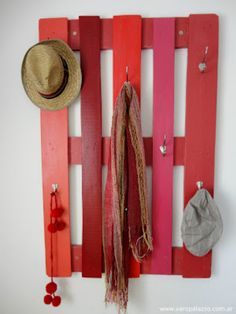 So, we have come up today with amazing ideas of Recycled Pallet Coat Rack with Hooks. These awesome designs of Recycled Pallet Coat Rack with Hooks are so easy