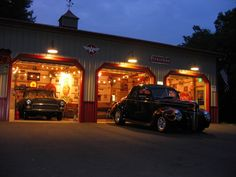 Hot Rods, Kustoms and etc in this garage Garage Shed, Man Cave Garage, Garage House, Garage Workshop, Dream Garage, Car Garage, Garage Bar, Custom Garages, Custom Cars