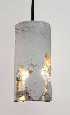 Concrete luminaire: hammer and power free the lamp, a design that . - Concrete lamp: hammer and power liberate the lamp, a design that requires the courage of the buyer - Concrete Light, Concrete Lamp, Broken Concrete, Concrete Planters, Concrete Mesh, Concrete Sculpture, Cement Patio, Polished Concrete, Diy Luminaire