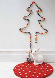 Filzball-Girlande ⭐️ Felt-Ball-Garland (Aus Filz Kugeln formen, auf eine Girlande fädeln und zu einem Baum an die Wand hängen)
