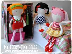 Even Teeny-Tiny Girl Dolls® like to borrow each other's clothing Tiny Dolls, New Dolls, Soft Dolls, Felt Diy, Felt Crafts, Knitted Bunnies, Bear Doll, Pretty Dolls, Diy Dollhouse