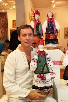 Yuri Melnychuk with his doll in Ukrainian folk costume (Central Kievan region), which are an exact copy of the real folk costume. Dollies for Anna and Halyna. Handmade Toys, Handmade Art, Softies, Folk Costume, Costumes, Matryoshka Doll, Hyun Bin, Waldorf Dolls, Doll Crafts