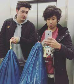 Julien Bam und CrispyRob bringen den Müll raus