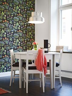 Bold wallpaper contrasts really well with simple furniture in a minimalist space Wallpaper Design For Bedroom, Dining Room Wallpaper, Bold Wallpaper, Wallpaper Decor, Colorful Wallpaper, Designer Wallpaper, Painting Wallpaper, Simple Furniture, White Furniture