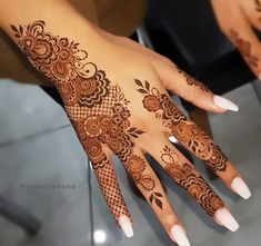 Henna Tattoo Hand, Hand Tattoos, Small Henna Tattoos, Sleeve Tattoos, Mehndi Designs Finger, Mehndi Designs For Fingers, Henna Designs Easy, Mehndi Images, Trends