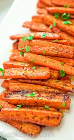 These simple Baked Carrot Fries make a healthy and tasty alternative to potato fries. Colorful and soft, it's impossible to stop eating them! Vegetable Side Dishes, Vegetable Recipes, Vegetarian Recipes, Cooking Recipes, Vegan Vegetarian, Healthy Recipes, Paleo, Keto, Carrot Dishes