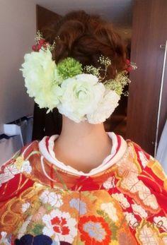 ドレスから色打掛へとチェンジ♡お洒落花嫁さまの素敵な1日  大人可愛いブライダルヘアメイク『tiamo』の結婚カタログ Graduation Hairstyles, Wedding Hairstyles, Wedding Kimono, Wedding Dresses, Japanese Wedding, Japanese Brides, Hair Arrange, Flowers In Hair, Bridal Hair