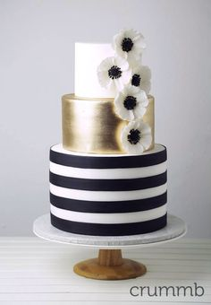 Black, white and gold wedding cake with the theme Great Gatsby meets Kate Spade. By Crummb, Singapore. Black And Gold Cake, White And Gold Wedding Cake, Black And Gold Birthday Cake, Black Wedding Cakes, Black White Gold, Gorgeous Cakes, Pretty Cakes, Amazing Cakes, Bolo Fashionista