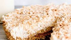 With a graham cracker crust and toasted coconut topping, this Coconut Cheesecake Tart makes an easy dessert! Cream cheese and whipped topping make a light, creamy cheesecake. Cheesecake Tarts, Coconut Cheesecake, Coconut Desserts, Homemade Cheesecake, Homemade Cake Recipes, Tart Recipes, Easy Desserts, Dessert Recipes, Oatmeal Pie Crust Recipe