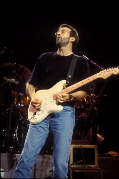 Eric Clapton: what kind of guitar does he play? Soul Music, Music Is Life, Cream Eric Clapton, Eric Clapton Guitar, Martin Acoustic Guitar, John Mayall, Best Guitar Players, Behind Blue Eyes, The Yardbirds