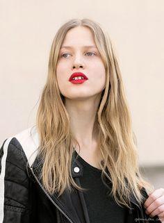 Red lipstick, street style, Paris Fashion Week / Garance Doré