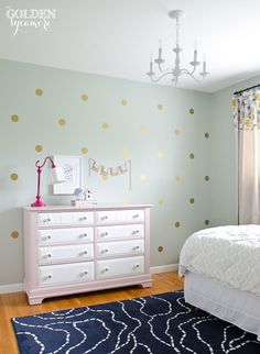 Rather than re-painting your kids' room every few years to match their changing tastes, consider starting with a neutral color, like Comfort Gray SW 6205, and adding character with easily removable vinyl decals. We absolutely adore these gold dots @goldensycamore chose for her daughter's room.