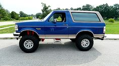 1996 Ford Bronco. Same year aaas my Bronco. I want mine to look like this!
