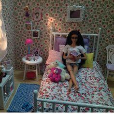 Baby Barbie, Barbie Doll House, Barbie Life, Juste Zoe, Barbie Bedroom, Custom American Girl Dolls, Barbies Pics, Diy Barbie Furniture, Barbie Fashionista Dolls