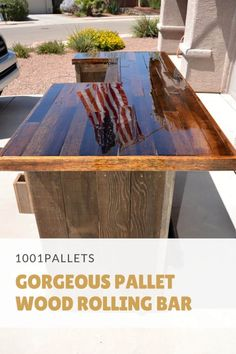 Wood Pallet Ideas Both an indoor or outdoor rolling bar for a variety of needs. Even a spot for a mini fridge. - Both an indoor or outdoor rolling bar for a variety of needs. Even a spot for a mini fridge. Pallet Home Decor, Diy Pallet Furniture, Diy Pallet Projects, Pallet Ideas, Wood Projects, Wood Ideas, Kitchen Furniture, Farmhouse Furniture, Recycling Projects