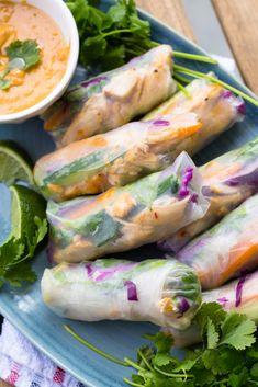 Easy Spring Rolls, Healthy Spring Rolls, Vegetable Spring Rolls, Chicken Spring Rolls, Summer Rolls, Spring Roll Wraps, Thai Spring Rolls, Easy Healthy Recipes, Healthy Snacks