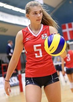 """Heiße Volleyball-Girls - """"I always hate to see her go.I LOVE to watch her walk away ! Volleyball Outfits, Volleyball Shirts, Volleyball Pictures, Women Volleyball, Mikasa, Female Volleyball Players, Fit Black Women, Hot Cheerleaders, Soccer Stars"""