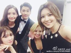 SooYoung, HyoYeon, YoonA and Tiffany snap a group picture with Li Yifeng ~ Wonderful Generation