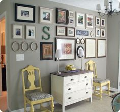 One of the best and most popular ways to decorate a blank wall is by creating a wall gallery. There are many ways to create a wall gallery we have listed a few wall gallery inspo pictures so you can create your very own masterpiece. Inspiration Wand, Wall Groupings, Picture Groupings, Picture Arrangements, Sweet Home, Favorite Paint Colors, Mellow Yellow, My New Room, My Living Room