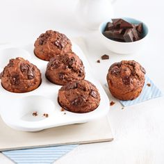 Muffins aux bananes double chocolat - 5 ingredients 15 minutes Muffin Recipes, Baby Food Recipes, Breakfast Recipes, Cooking Recipes, Muffin Cacao, Deserts, Food And Drink, Yummy Food, Favorite Recipes