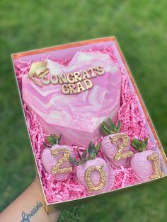 Strawberry Cake Pops, Chocolate Dipped Strawberries, Birthday Cake For Him, Birthday Party For Teens, Chocolate Hearts, Chocolate Gifts, Chocolate Molds, Valentine Desserts, Birthday Desserts