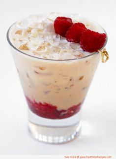 Baileys Cool Raspberry ~ 1 oz Baileys Irish Cream Raspberries Place raspberries at the bottom of a rocks glass and lightly muddle them. Fill glass with crushed ice. Pour Baileys Original Irish Cream over ice and garnish with three speared raspberries. Valentine's Day Drinks, Summer Drinks, Cocktail Drinks, Cocktail Recipes, Drink Recipes, Beverages, Baileys Cocktails, Martinis, Irish Cocktails