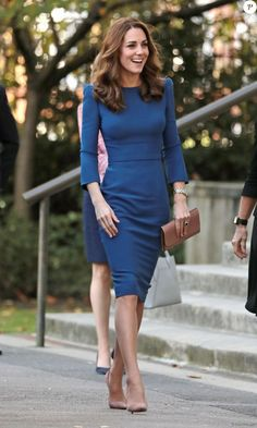 Kate Middleton: Stylish and lovely in blue for a great moment of emotion - Kate Middleton, Duchess of Cambridge, visits the Imperial War Museum in London to view family lette - Style Kate Middleton, Kate Middleton Outfits, Princess Kate Middleton, Royal Fashion, Boho Fashion, Autumn Fashion, Fashion Dresses, Womens Fashion, Elegantes Business Outfit