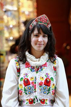 Folk motives of Hungary Ukraine, Braided Line, Hippy Chic, Hungarian Embroidery, Folk Fashion, Estilo Boho, Budapest Hungary, Folk Costume, Embroidery Techniques