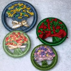 Embroidered dorset buttons. Flowers made using french and bullion knots. So cute - so clever!!