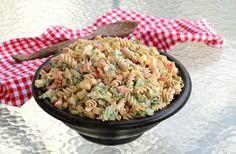 Krema pastasalat med kylling og karri - LINDASTUHAUG A Food, Food And Drink, Salsa Verde, Meatless Monday, Kung Pao Chicken, Slow Cooker, Salad, Baking, Dinner