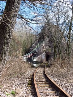 Abandoned But Loved Old Buildings, Abandoned Buildings, Abandoned Places, Abandoned Train, Abandoned Amusement Parks, Places Around The World, Around The Worlds, Train Pictures, Old Barns