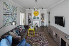 Дизайнер Инна Величко прекрасно оформила интерьер типичной трехкомнатной квартиры в Одинцово, предложив молодой семье элегантный фьюжн в серо-синих оттенках и оригинальные дизайнерские идеи.