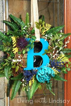 Beautiful wreath ... love the monogram letter in the middle!