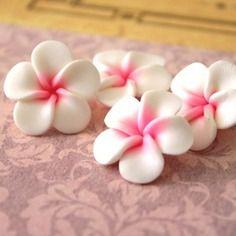 4 fleurs de frangipanier en pate fimo - 24 mn