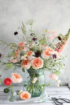 Juliet (Ausjameson) cut rose by David Austin Wedding & Event Roses.  If you are looking for floral inspiration for a future summer wedding, Juliet will never disappointment.  Here her apricot tones are teamed with the blush pinks of sweat peas and fox gloves; whites and greens of meadow flowers and grasses with a dramatic pop of deep purple with scabiosa flowers.  A combination of pretty pastels and inky colours.  Photography | @janneford