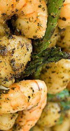 Gnocchi W/ Asparagus, Shrimp  Pesto | gimmesomeoven.com