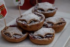 Mini Cranberry Pies - Spoil your family and friends for Christmas with these delicious mini pies. http://www.flexiblevegan.com  #christmasdesserts #christmasideas #minipies