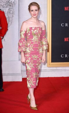 November 1 2016 Claire Foy stunned in a strapless Erdem offering at the premiere of The Crown. Cara Delevingne, The Crown Season, Bridal Wardrobe, The Emmys, Event Dresses, Red Carpet Looks, Red Carpet Fashion, Passion For Fashion, New Dress