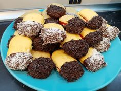 Greek Cookies, Greek Sweets, Biscotti, Sweet Tooth, Deserts, Muffin, Yummy Food, Lime, Chocolate