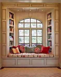 oh a window seat, that's something else i would want in my dream house. a kitchen island, a window seat. ya know, fun stuff Traditional Windows, Traditional Ideas, Sweet Home, Cozy Nook, Cozy Corner, Bed Nook, Alcove Bed, Home Libraries, Home And Deco