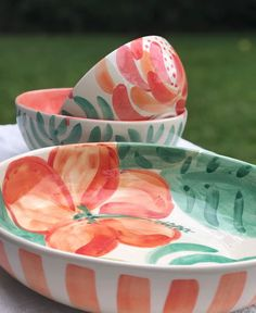 Pottery Painting Designs, Pottery Designs, Paint Designs, Ceramic Fruit Bowl, Ceramic Plates, Ceramic Pottery, Hand Painted Ceramics, Porcelain Ceramics, Ceramic Painting