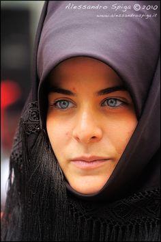 Folk Costumes of Sardinia - Page 3 Caucasian Race, European Costumes, Iranian Beauty, Life Isnt Fair, Innocent Girl, Religion, Stunning Eyes, Folk Costume, People Of The World