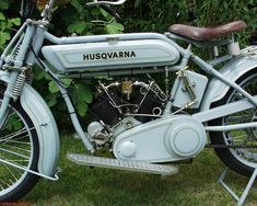 Antique Motorcycles, American Motorcycles, Cars And Motorcycles, Steampunk Motorcycle, Moto Cafe, Motorcycle Engine, Husqvarna, Old Bikes, Classic Bikes