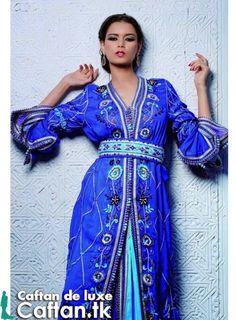 une caftan marocain corail simple demi manche bien fait par nos experts du caftan marocain ayant une expérience immense dans la création des conceptions cafta-nique et les motifs comme ceux qui se montrent sur ce caftan...