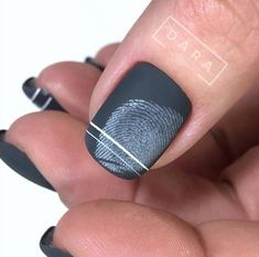 Semi-permanent varnish, false nails, patches: which manicure to choose? - My Nails Gradient Nails, Holographic Nails, Stiletto Nails, Coffin Nails, Acrylic Nails, Cute Nails, Pretty Nails, My Nails, Solid Color Nails