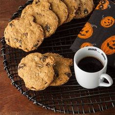 For a guilt-free pumpkin cookie recipe, you can make these Pumpkin Oatmeal Raisin Cookies. These gluten free oatmeal cookies have a hint of fall in every bite. These pumpkin cookies are perfect for your Halloween or Thanksgiving get together. Recipe Using Pumpkin, Pumpkin Cookie Recipe, Pumpkin Recipes, Gluten Free Sweets, Gluten Free Cookies, Gluten Free Baking, Pumpkin Oatmeal Cookies, Oatmeal Raisin Cookies, Candy Recipes