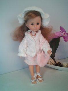 Le petit monde d'Emilie et ses amis: une tenue en tricot pour Bella compatible poupée C...